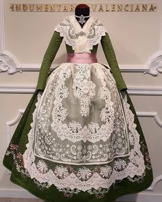 Vintage Gowns, Marie Antoinette, Traditional Outfits, Designer Dresses, Spain, Cosplay, Hair Styles, Cute, Fashion