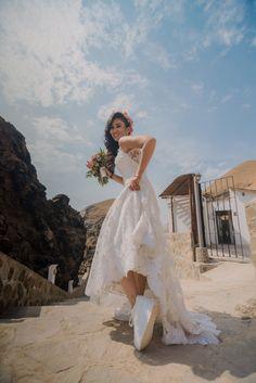 Bodas en la playa #KatanaWedding #matrimoniocompe #bodasperu #bodasenlaplaya #playa #matrimonioplayero #bodasenverano #verano Wedding Dresses, Fashion, Beach Wedding Dresses, Beach Weddings, Bridal Gowns, Wedding Planning, Brides, Summer Time, Bride Dresses