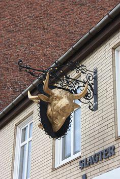 Butcher's sign. Næstved, Sjælland, Danemark / Denmark Antique Signs, Vintage Signs, Street Signs, Street Art, Meat Store, Shop Signage, Old Pub, Pub Signs, Butcher Shop