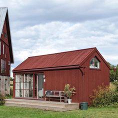 Tillsammans med våra vänner på @g.a.d_furniture och @hotelstelor bjuder vi in till Öppet Hus i vårt nya sommarnöje som ligger i anslutning… Scandinavian Architecture, Sweden House, Red Cottage, My Dream Home, Exterior Design, House Plans, House Styles, Videos, Farmhouse