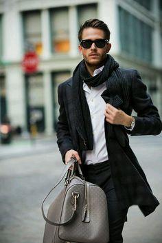 fancy-lifestyle.tumblr.com Regalo bolso de caballero.. no me veo con el. Por lo demás, bien, no? Gracias.