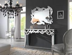 """Dieses Sideboard mit dem passenden Spiegel ist ein edler Hingucker in Ihrer Wohnung. Es ist ca. 136 cm breit und besteht aus Spiegelglas. 4 konische Beine verleihen """"Leafs"""" einen festen Stand. Ovale und runde Formen aus Spiegelglas dekorieren die rechteckige Tischplatte außergewöhnlich. Dieses moderne Möbel von XORA setzt Akzente!"""