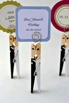 to add the perfect personal touch on your wedding day or bridal shower - leuk idee! Wij hebben de reuze knijpers hiervoor in huis. Wedding Places, Wedding Place Cards, On Your Wedding Day, Wedding Crafts, Diy Wedding, Wedding Vintage, Wedding Decorations, Dream Wedding, Wedding Ideas