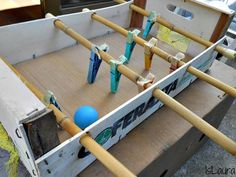 2 recipes ideas for children's games to do yourself: a homemade table football and a . Games For Kids, Diy For Kids, Crafts For Kids, Diy Crafts, Homemade Tables, Table Football, Diy Games, Baby Feet, Diy Projects To Try