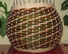 vlnková vazba Basket Crafts, Basket Weaving, Diy And Crafts, Vase, Furniture, Baskets, Paracord, Home Decor, Crochet Tablecloth