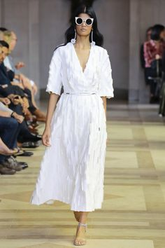 Carolina Herrera Spring 2016 Ready-to-Wear Fashion Show - Bhumika Arora