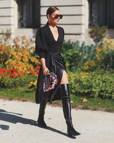 """fashion-boots: """"Danielle Bernstein from weworewhat in Beaufille Top Casual Street Style, Street Style Blog, Daily Fashion, Girl Fashion, Womens Fashion, Fashion Boots, We Wear, How To Wear, Botas Sexy"""