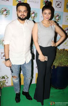 Ayesha Takia's restaurant Cafe Basilico relaunched in Mumbai on May 2016 Most Beautiful Indian Actress, Bollywood Actress, Girl Pictures, Indian Actresses, Frocks, Mumbai, Danish, Capri Pants, Restaurant