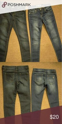 Jeans bundle Both are the same size in juniors. No flaws. Jeans Skinny