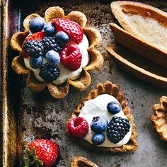Berry Tartlets: These dainty little tarts have an unusual depth of character, thanks to their graham-cracker-like crusts. Mini Tartlets, Mini Pies, Berry Tart, Fruit Tart, Mini Desserts, Holiday Desserts, Blue Desserts, Plated Desserts, Christmas Recipes