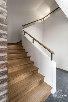 Trappen - modern | Trappen Demunster, Waterven Heule, Trap, Trappen, Houten trap, Betontrap, Designtrap, Ronde trap, Ronde spiltrap, Spiltrap, Kasteeltrap, Klassieke trap, Trap met kuipstuk, Zwevende trap Wood Stairs, Stair Railing, Farmhouse Stairs, Floating Stairs, Merida, Staircase Design, Woodworking Projects Plans, Wall Wallpaper, Interior Design Living Room