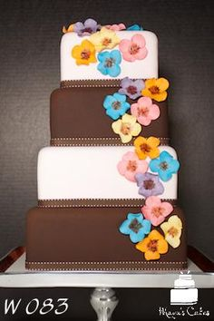 Colorful and Stylish Wedding Cake from www.mayuscakes.com