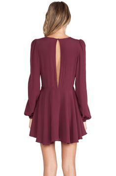 Vestido plisado cuello pico manga larga-rojo vino