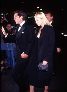 Carolyn Bessette and JFK Jr. She despised the scrutiny and intense spotlight they were under and had serious trouble coping. Reportedly, by 1998 he was very ready to start a family but she was reluctant due to the paparazzi harassing her.