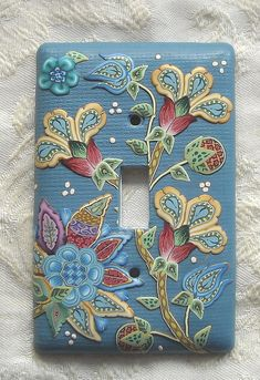 beautiful switch plate reminds me of embroidered crewelwork. Capture d'écran 2012-07-29 à 10