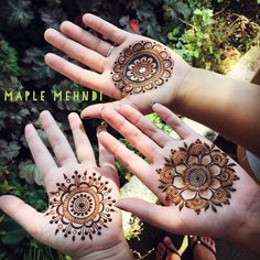 Not such a beach day today, grab you friends and head into for some… Pretty Henna Designs, Back Hand Mehndi Designs, Wedding Mehndi Designs, Mehndi Designs For Fingers, Henna Designs Easy, Arabic Mehndi Designs, Latest Mehndi Designs, Henna Tattoo Designs, Mehndi Tattoo