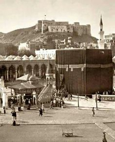 The Place where The Holy Prophet Prayed in Taif Once Upon a Time When Pilgrimage to Makkah used to Wash there Coffins with Zamzam . Rare Images, Old Images, Islamic Images, Islamic Pictures, Masjid Haram, Islam And Science, Mecca Masjid, Good Night Prayer, Mekkah