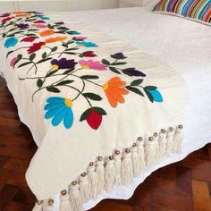 Hungarian Embroidery Ideas Karam hecho a mano by melva Mexican Embroidery, Hungarian Embroidery, Learn Embroidery, Hand Embroidery Patterns, Embroidery Art, Cross Stitch Embroidery, Mexican Bedroom, Mexican Home Decor, Mexican Art