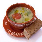 Portuguese Food - Caldo Verde c a rodelinha de chouriço e a fatia de broa a acompanhar...