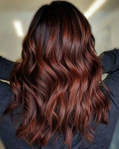Between all the popular hair coloring trends out there, it can be hard to tell the difference between them. We're settling the balayage vs. ombre confusion once and for all. Hair Color Auburn, Red Hair Color, Cool Hair Color, Burgundy Red Hair, Dark Auburn Hair, Ombre Hair, Balayage Hair, Auburn Balayage, Hair Dye