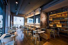 Zona de mesas y vinoteca | Reforma restaurante Gabriel | Cristina Arnedo y Standal #reformas #restaurantes #locales #diseño #interiores #mesas #vinoteca