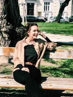 I found this cute brown knit jacket during last winter sales. It´s a total win because the material and this camel color are gorgeous and it´s one of those peaces… Style Fashion, Fashion Outfits, Winter Sale, Knit Jacket, Vienna, Black And Brown, Hipster, Street Style, Cute