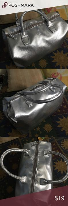 Vince Camuto silver tote bag! Like new! Used twice super cute spacious! Vince Camuto Bags Totes