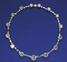 Diamond necklace belonging to Queen Elizabeth II