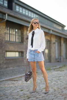 5 of the best outfit combinations to wear this summer: blouse, denims shorts, and pumps.