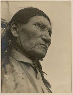 Sitting Bull son - Little Soldier aka Louie Sitting Bull - 1926 Native American Images, Native American Beauty, Native American History, American Indians, Indiana, Sitting Bull, Native Indian, First Nations, Nativity
