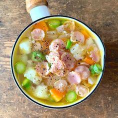 (2ページ目)汁物レシピを大特集!料理の際にあと一品欲しいという時にぜひ作りたい汁物。汁物と聞くと一見脇役のようなイメージですが、実はシンプルだからこそアレンジ一つでメインにも負けないメニューに大変身します。この記事では疲れた体に沁み渡るような温かな汁物や、簡単にサッと作れる汁物レシピをご紹介していきます。