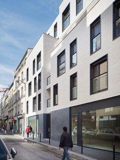 Paris 18 rue Myrha : LLTR Architecture et Urbanisme Facade Architecture, Residential Architecture, Facade Design, Exterior Design, London Brick, Glazed Brick, Monterey Park, Woodland Park, Brick Facade