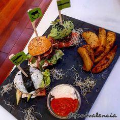 Rainbow Burger – Food Valencia Burger Food, Burger Recipes, Valencia, Rainbow, Cheese, Rain Bow, Rainbows, Hamburger Recipes