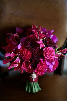 Deep reds and purples in this ombre-style bouquet. (photo: FlirtyFleurs.com)
