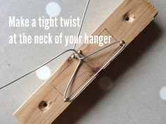 Tutorial for making wire dolls hangers for Blythe.