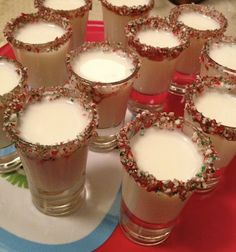 Candy Cane Shots Godiva White Chocolate Liqueur Peppermint Schnapps Crushed Candy Canes Wet the rim of a shot glass and dip into the crushed candy canes. Mix equal parts Godiva white chocolate liqueur and Peppermint schnapps together, Shake, pour Ty Joyce Christmas Shots, Christmas Cocktails, Holiday Drinks, Christmas Treats, Holiday Treats, Fun Drinks, Yummy Drinks, Alcoholic Beverages, Christmas Eve