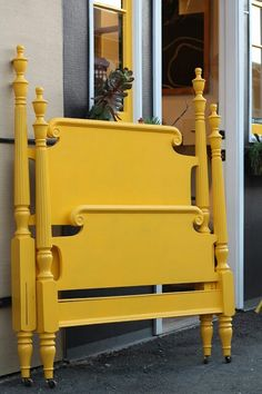 Yellow 4 poster bed