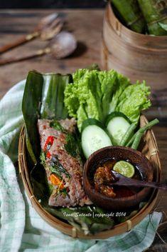 Coba-Coba Yuk.....: NASI BAKAR TERI MERAH PUTIH Raw Food Recipes, Veggie Recipes, Asian Recipes, Cooking Recipes, Nasi Bakar, Nasi Liwet, Good Food, Yummy Food, Malaysian Food