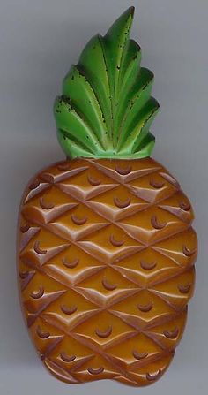 1930'S VINTAGE CHUNKY OVERDYED CARVED & PAINTED BAKELITE PINEAPPLE PIN