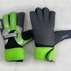 Adjustable cool mens footballl ball goalkeeper protection gloves hot luvas de goleiro futebol professional goalkeeper gloves