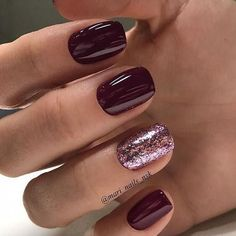 Burgundy and glitter nail art design #nails #naildesigns