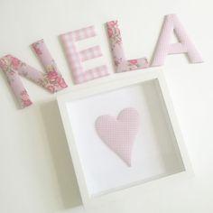 Guten Morgen!  Auf einen besonderen Kundenwunsch hin habe ich zu den rosa Stoffbuchstaben welche mit Blumenmuster angefertigt