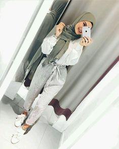 Love the paperbag pants - Hijab+ Hijab Fashion Summer, Modern Hijab Fashion, Street Hijab Fashion, Hijab Fashion Inspiration, Islamic Fashion, Muslim Fashion, Modest Fashion, Hijab Outfit, Hijab Stile