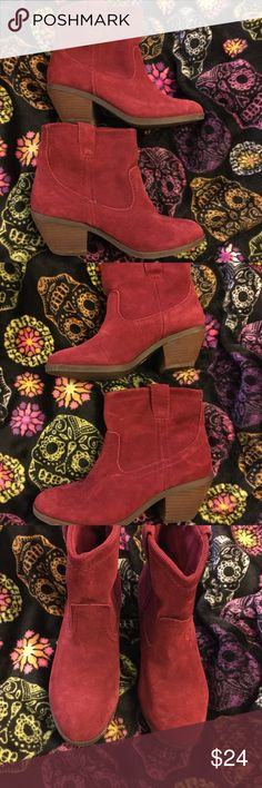 Ladies super cute red ankle boots size 8 Love these boots. Red ankle boots in a size 8 Excellent condition. Smoke free home. Thanks for the interest and God Bless Shoes Ankle Boots & Booties
