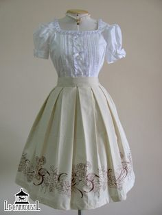 With a deep dark red blouse this Le Carrousel skirt would be awesome.