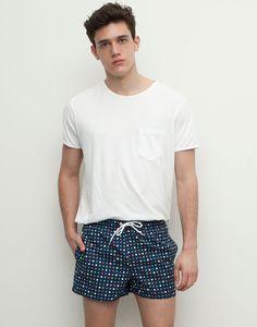 Xavier serrano appears in pull bear spring/summer 2015 beachwear look book. Beach Party Outfits, Summer Outfits, Xavier Serrano, Mens Fashion Sweaters, Hipster Shirts, Clothing Photography, Sexy Men, Beachwear, Shorts