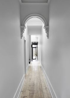 Tom Robertson Adds Loft Extension To Melbourne Cottage — urdesignmag Casa Loft, Loft House, Mini Clubman, Cottage Hallway, Edwardian Haus, Flur Design, Altea, Stucco Homes, Hallway Designs