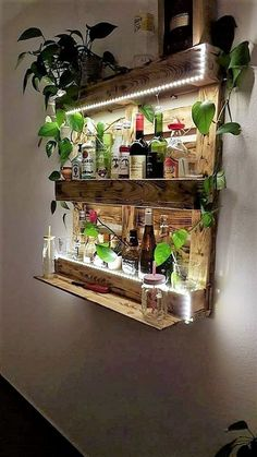 To bring about inspiring and royal look of appearances in your house indoor beauty, choose the idea of placing wood pallet stylish wall shelf decoration. This will look so awe-inspiring. This wall shelf has been superbly created with the arrangement of the pallet planks as resting over on top of wall.