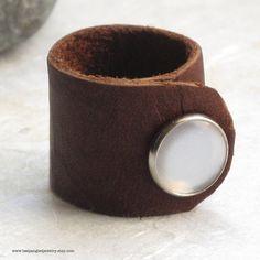 unisex ring.