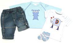 Unsere niedliche #KombiDerWoche für Jungs in Gr. 56 mit Jeans, Sweatshirt, T-Shirt und Söckchen in frühlingshaften Farben.